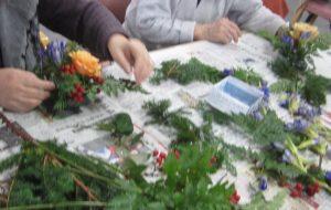 生花は手の感触も香りも楽しめます